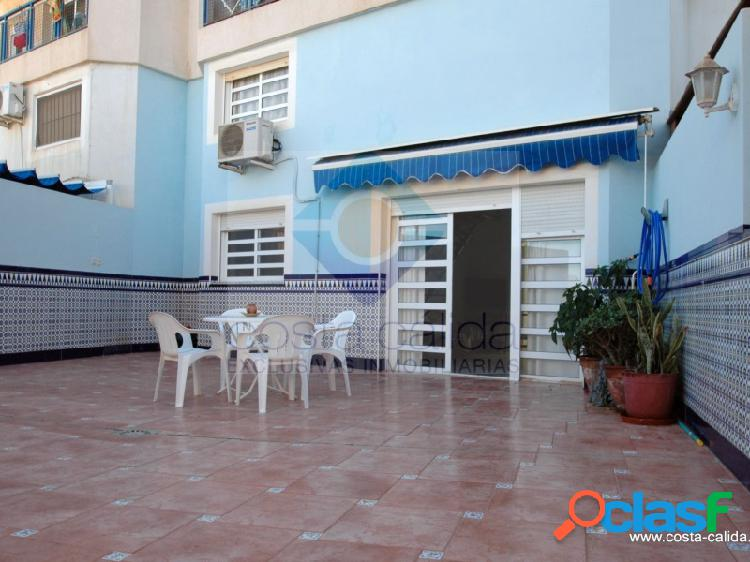 Vivienda de 2 plantas con 4 dormitorios y amplísima terraza situada en la tranquila zona residencial de el faro de puerto de mazarrón.