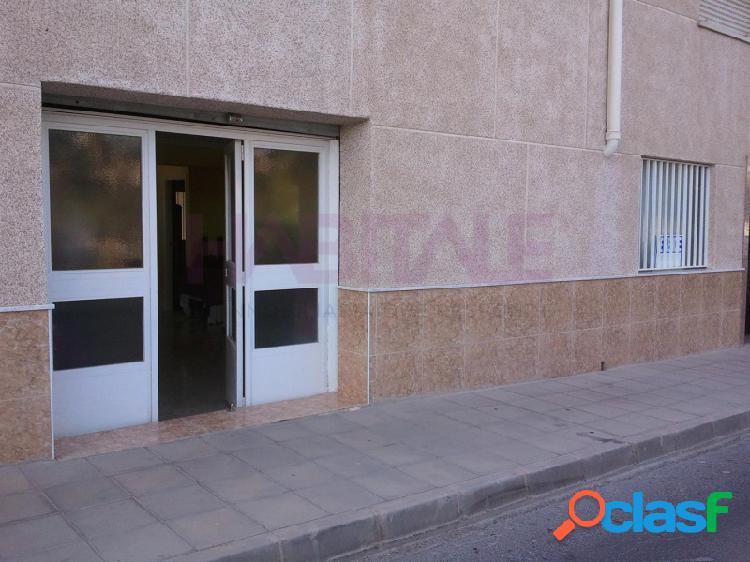 Elda: local 72 m2 tipo almacén, aseo, patio, agua y luz. entrada vehículos. 30.000 €