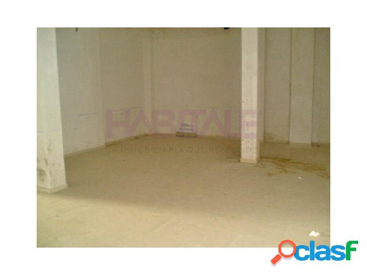 Petrer: local a estrenar, esquina, 145 m2 + 90 m2 de sótano, con agua. 550 €