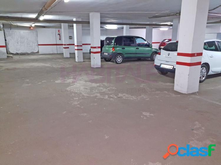 Elda: plaza de garaje amplia, con buen acceso y puerta automática. zona centro.