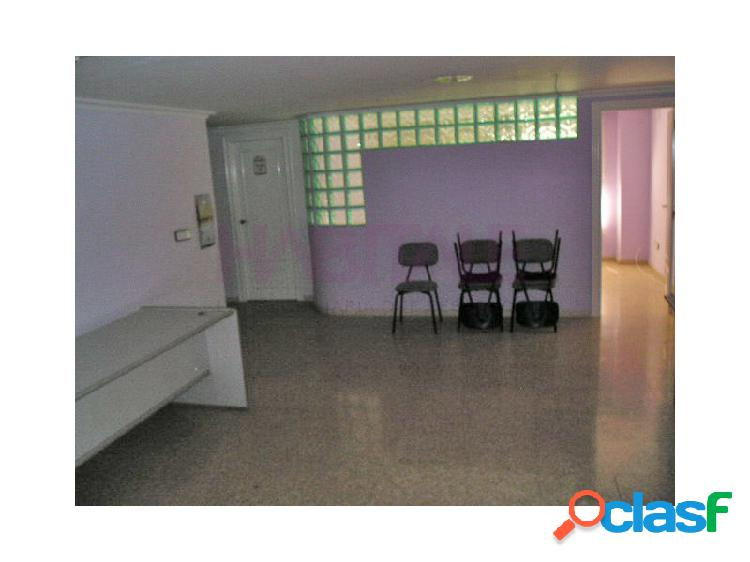 Entresuelo para oficinas, 110 m2, en muy buen estado. muy céntrico. 59.000 €. posibilidad de alquiler con opción a compra.