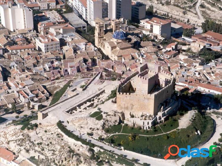 Casa de tres plantas, zona de casco histórico de petrer. 90.000 euros
