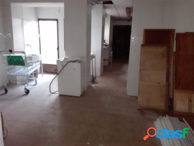 Elda: casa de 165 m2 en dos plantas: local de 90 m2 en planta baja y vivienda de 75 m2 en planta alta. para reformar. 49.900 €