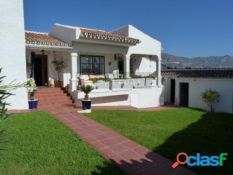 Casa independiente en venta en la zona de cerros del águila, mijas costa.