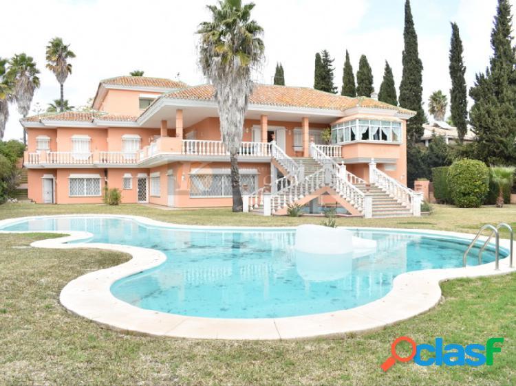 Villa independiente con gran parcela en venta en mijas golf.