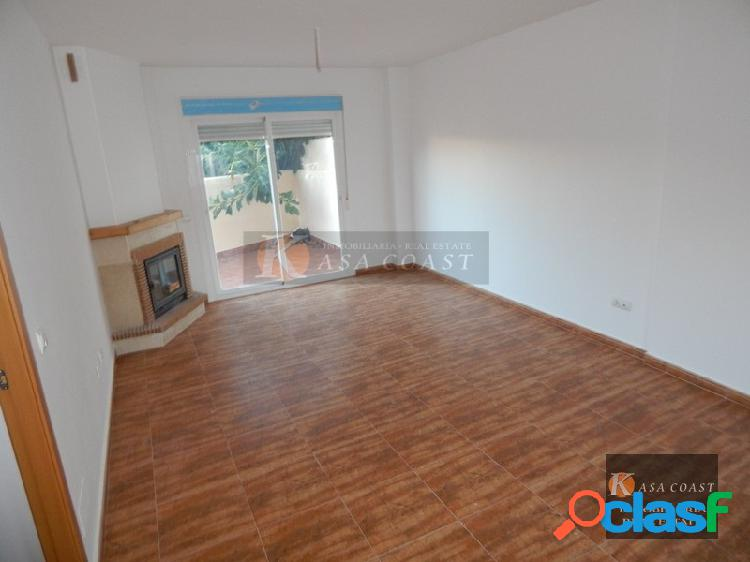 Casa adosada a estrenar en venta en la zona de los boliches de fuengirola.