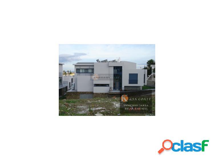 Moderna villa independiente en venta en mijas costa