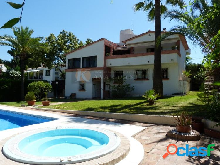 Casa independiente en venta en la zona de carretera de mijas en mijas costa.