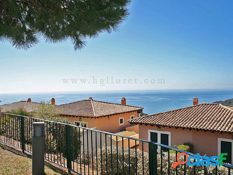 Casa adosada con fantásticas vistas al mar.