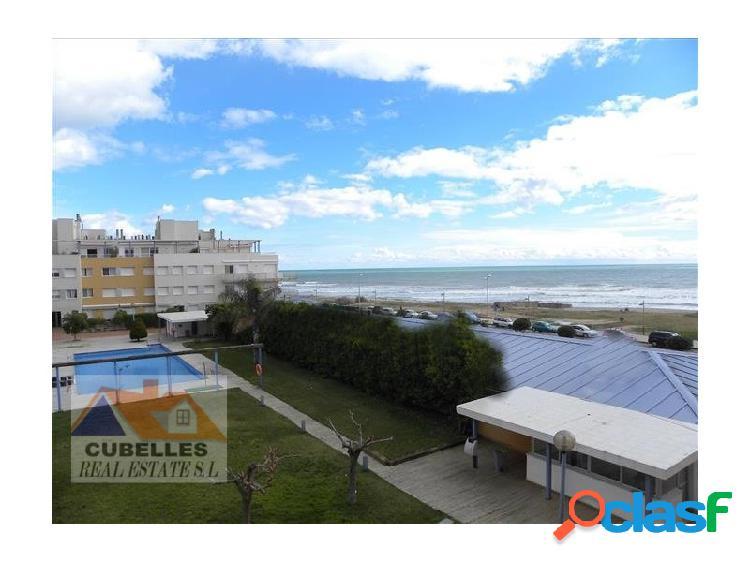 Complejo residencial. explendido atico a 20m playa 4 habitaciones,terraza al mar, una de las mejores playas de cubelles 1º linea lateral cerca centro urbano y muy bien comunicado,, mejor que