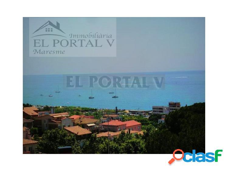 Terreno edificable con vistas al mar cerca de todos los servicios.