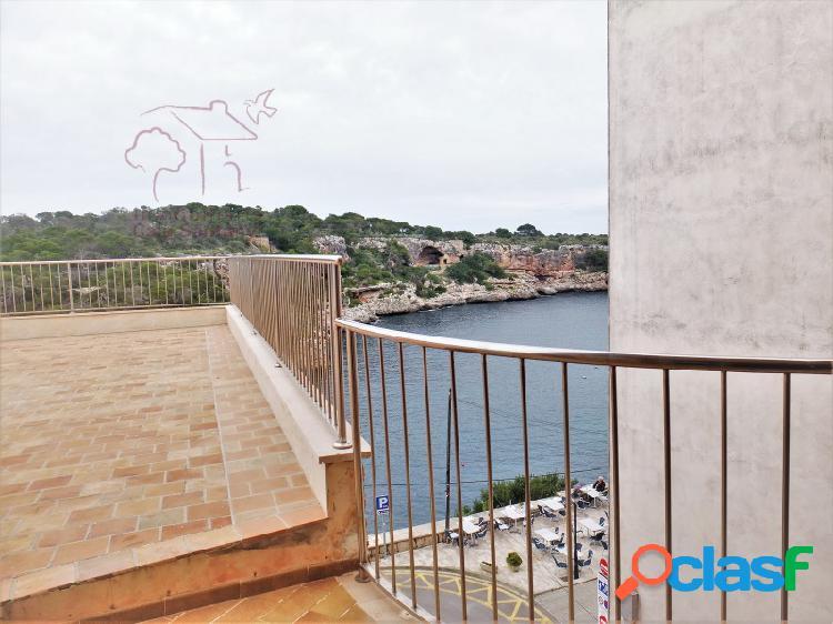 Piso amueblado en 1. línea con vistas espectaculares y terraza enorme.
