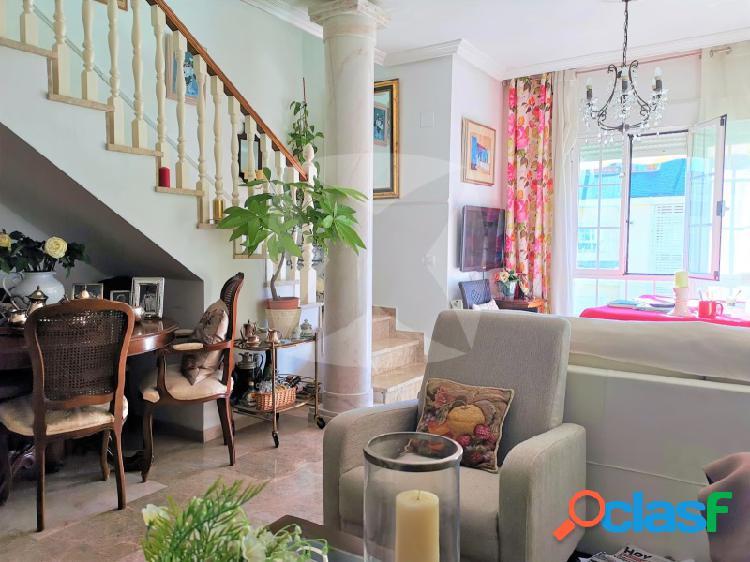 Atico -duplex en venta con 3 terrazas, 2 plazas de garaje y dos trasteros en jardines del guadiana