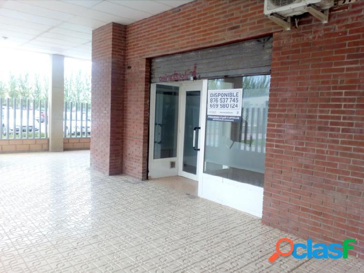Áctur, local diáfano de 37 m², escaparate, un aseo, gastos de comunidad incluidos.