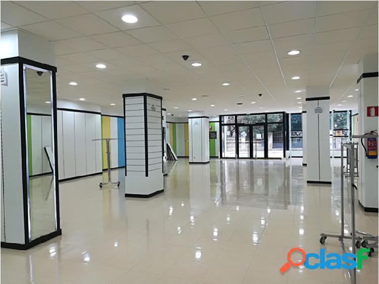 Huesca-Centro, gran local comercial de 853 m² útiles, en perfecto estado.