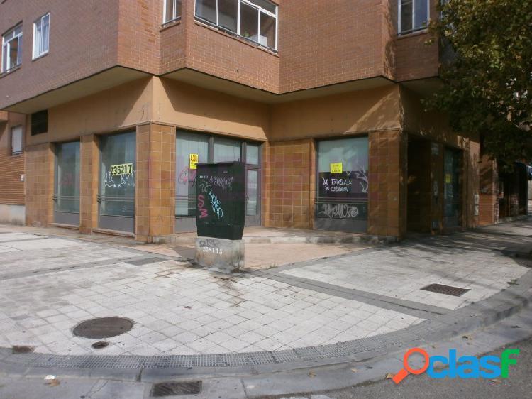 Avenida cataluña, vendo - alquilo local, anteriormente establecimiento bancario, 130 m2.(se podria valorar dividir en dos locales) preferiblemente interesa alquilar juntos los dos locales. se