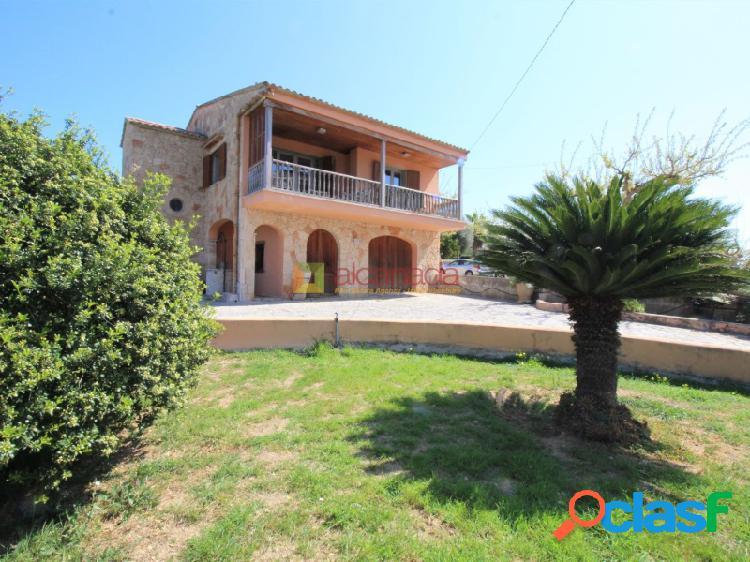 Casa con terreno en el corazón de puerto alcudia, mallorca.