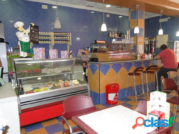 Local comercial preparado como cafeteria. casi todo instalado.