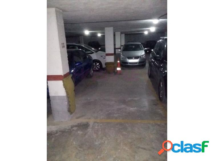 Plaza de garaje en el 1º y único sótano, acceso al garaje por rampa muy cómoda y sin giros, también hay acceso peatonal. plaza de 2,13x4,80 útiles