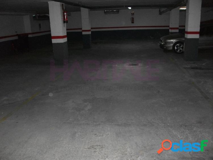 Plaza de garaje en planta -1, acceso por rampa, medidas 1.72 x 4.5. superficie útil 7,74 m2. superficie construida 22m2.posibilidad de comprar la de al lado con mismas medidas y