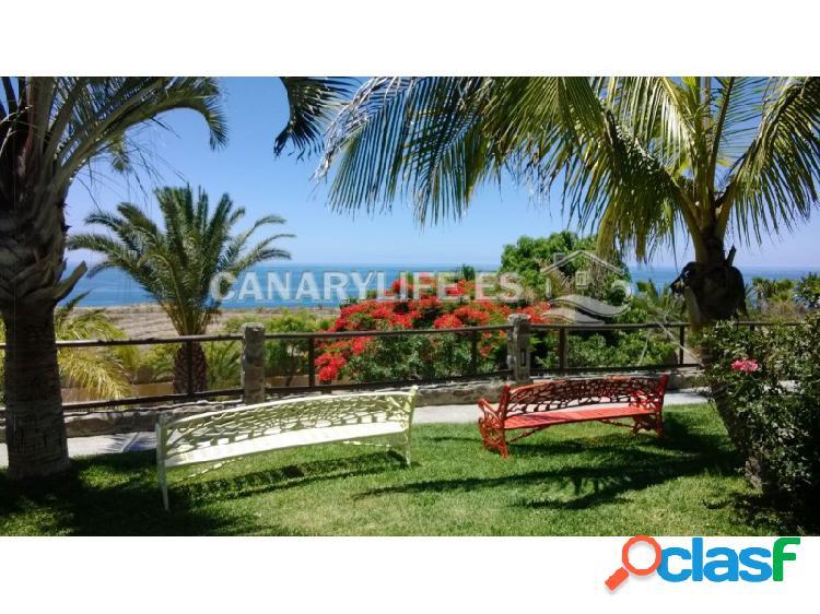 Villa con vista al mar y enorme parcela en la zona más exclusiva de la isla