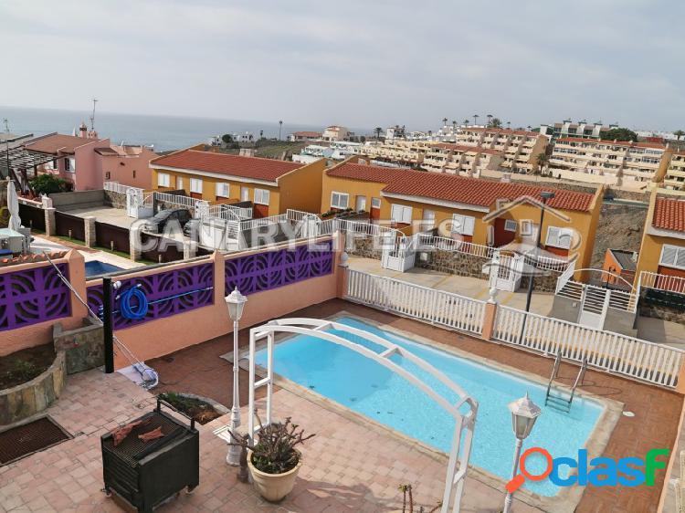 Enorme mansión con piscina y vista mar en lomas ii