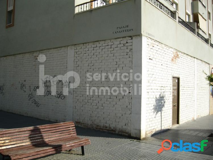 Local comercial en esquina zona nueva vélez-málaga
