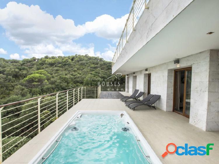 Villa nueva de lujo con magníficas vistas al mar