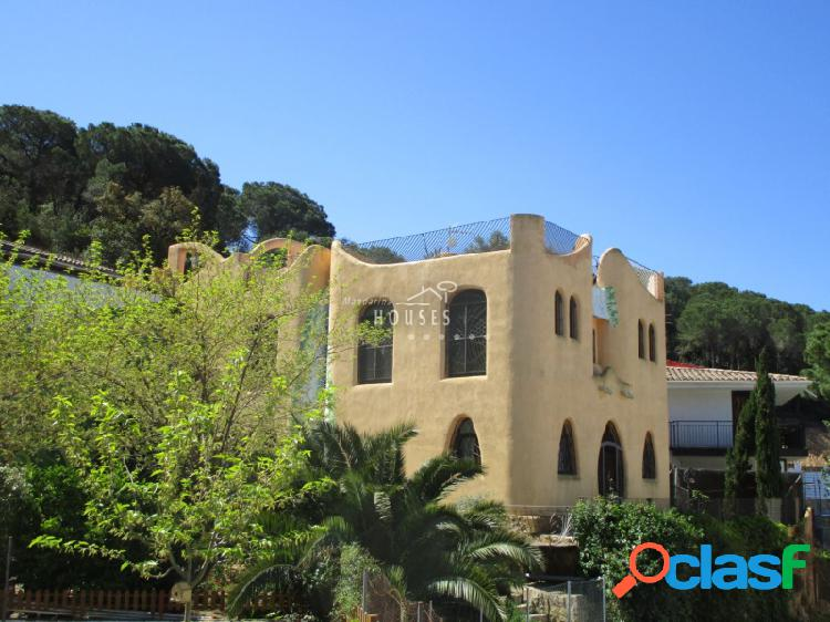 Casa cerca de la playa, de estilo modernista