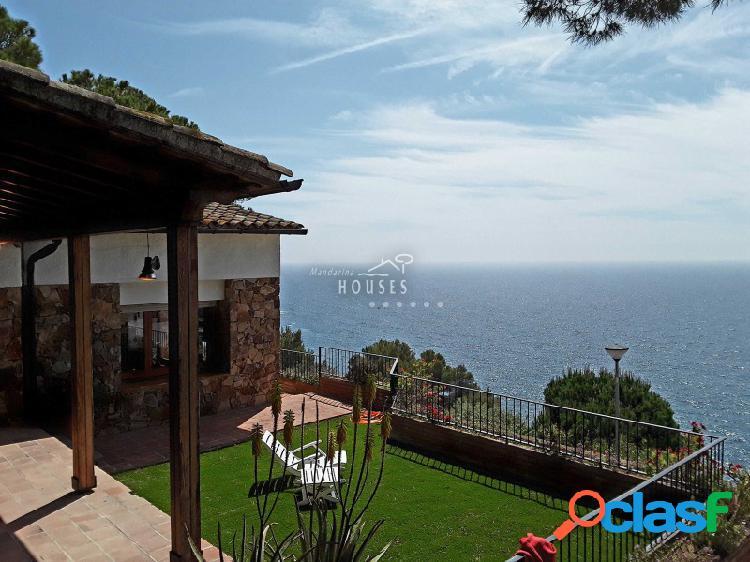 Magnífica casa con fantásticas vistas al mar.