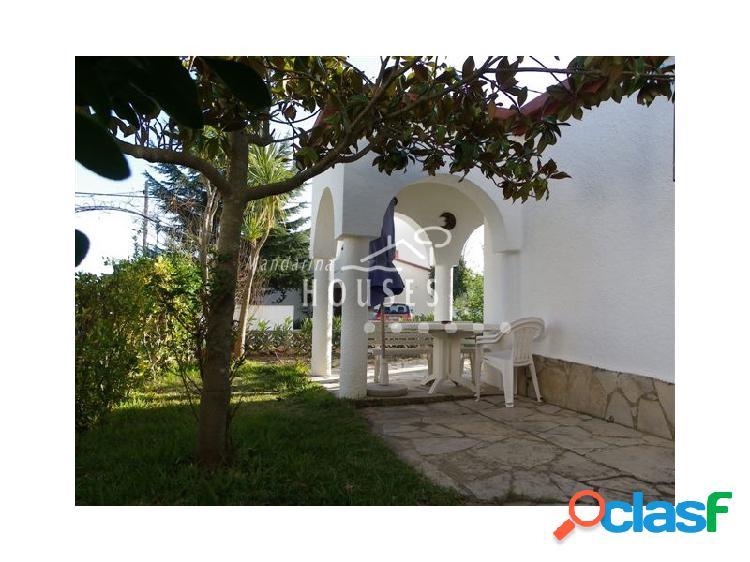 Casa en venta. casa tipo loft con jardín y vistas al mar. mucha tranquilidad.