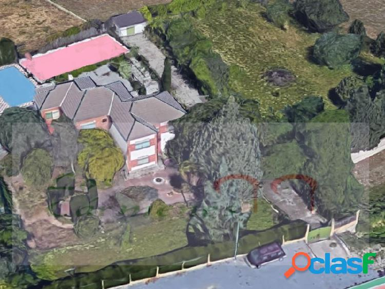 Chalet o casa de campo de dos plantas a 2 km del campus de la salud.