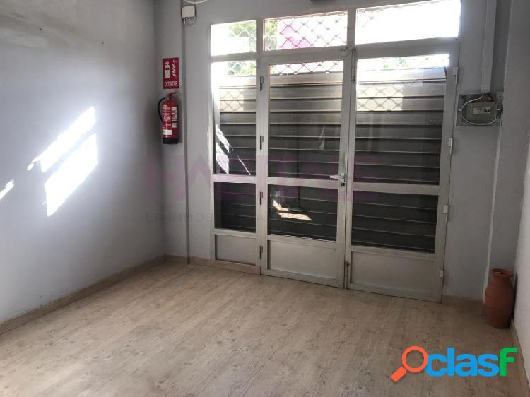 Local comercial en la calle juan ramón jiménez, diáfano con dos entradas a la calle. ideal para cualquier negocio ya que cuenta con almacén zona de recepción y despacho.