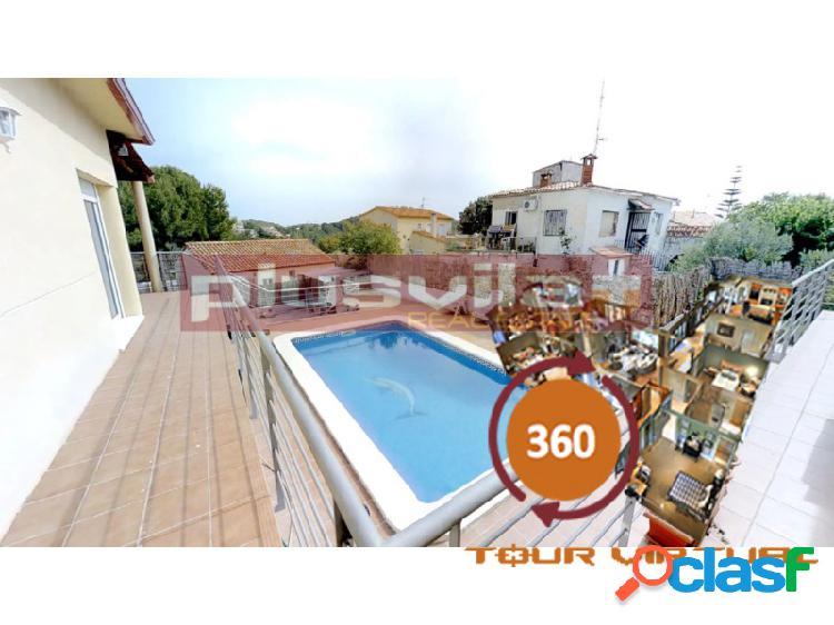 Casa a la venta en segur de calafell, urb. valdemar, independiente, seminueva, piscina privada.