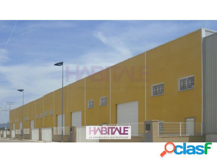 Nave industrial de nueva construcción esquinera. con 473,35 metros construido y 292,36 metros de patio.