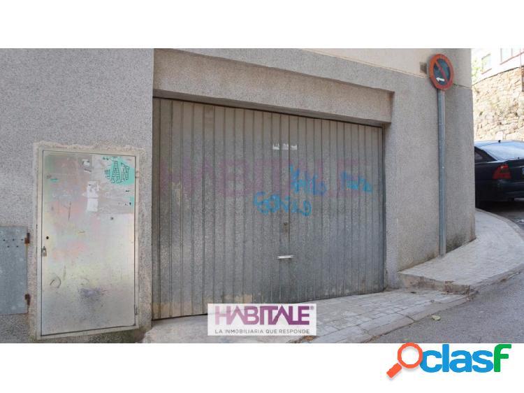 Plaza de garaje en venta y alquiler en pleno casco urbano de náquera, de unos 30m2, en semisótano de edificio residencial. alquiler a negociar.