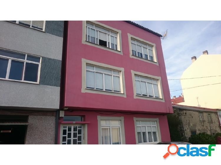 Casa con tres viviendas en naron zona o ponto