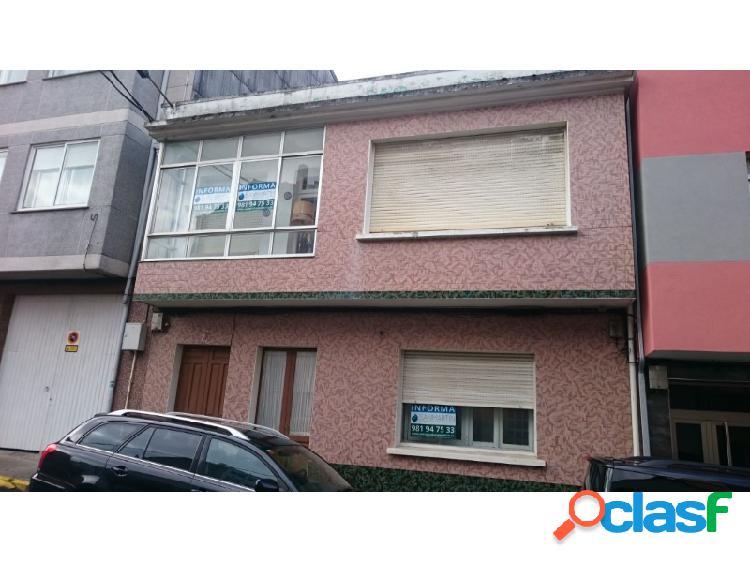 Casa en el centro de neda - 3 plantas con patio y construcciones anejas