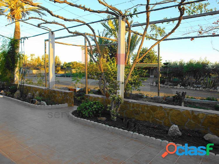 Casa con 8.190m2 de parcela en la zona del palmeral.