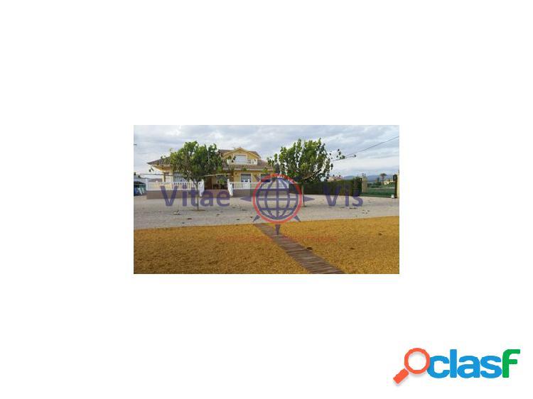 Chalet independiente en parcela de 5.000 m2 totalmente vallados