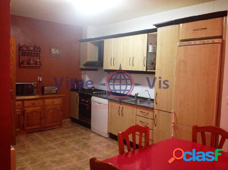 Duplex de 4 dormitorio, salón comedor, cocina, galería, baño, dos aseos, buhardillas, terrazas y garaje
