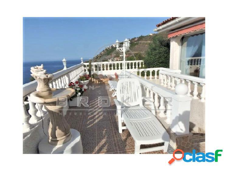Magnífica propiedad cerca de la costa, espectaculares vistas, piscina climatizada, gimnasio y sauna, garaje