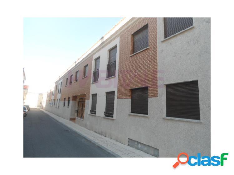 Venta de plaza de garaje abierta de 29,48 metros construidos en planta sótano de edificio residencial en castellanos de moriscos, salamanca.