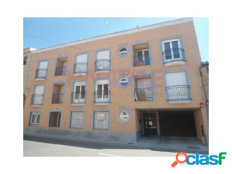 Última plaza de garaje abierta en edificio residencial en calle juan curto en castellanos de moriscos, salamanca.