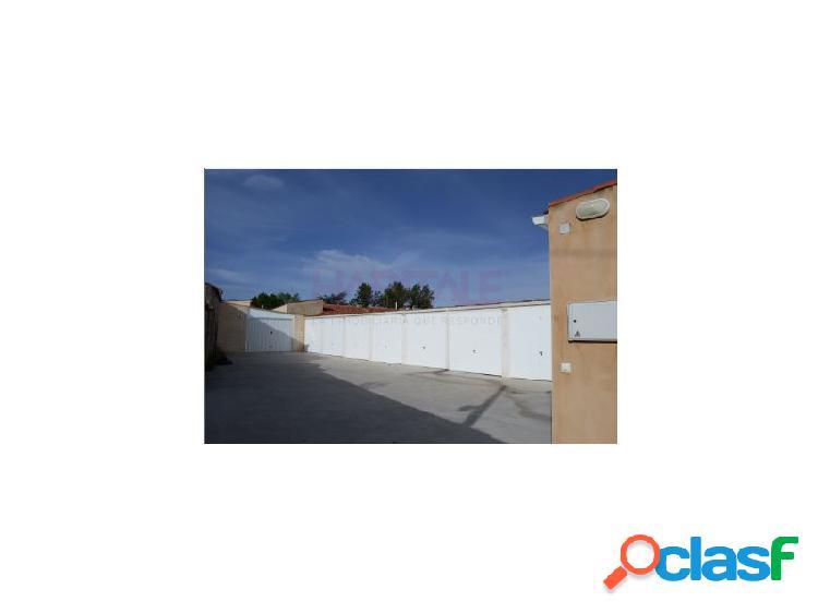 Venta de plazas de garaje cerradas ubicadas en edificio unifamiliar en zarapicos, salamanca.