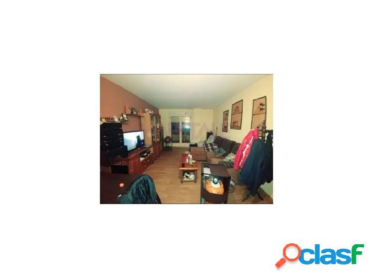 Se vende piso en calzada de valdunciel, salamanca de 75m2 de superficie construida distribuido en salón, cocina, 2 dormitorios y baño. incluida plaza de garaje y trastero en el precio.