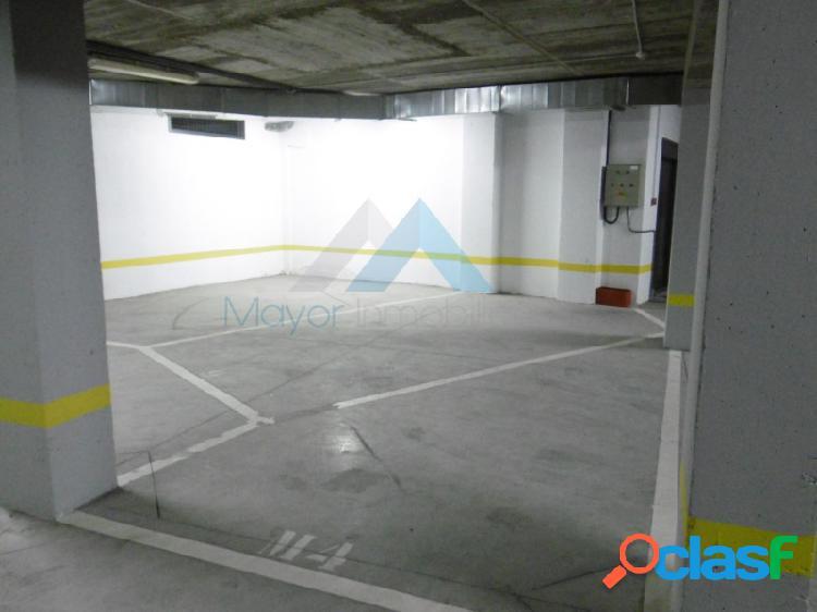 Plaza garaje para moto casco historico