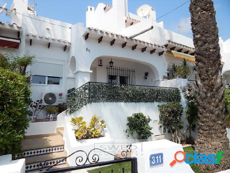 Casa adosada de 3 dormitorios con vistas al golf, villamartin