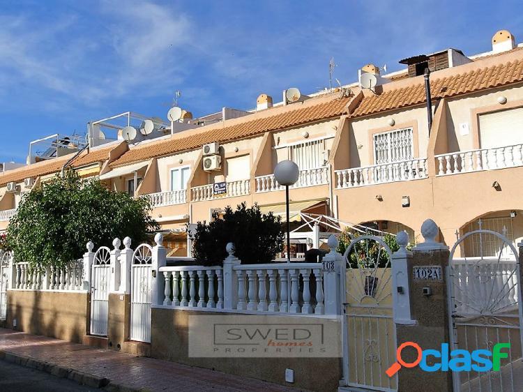 Casa adosada en los balcones.