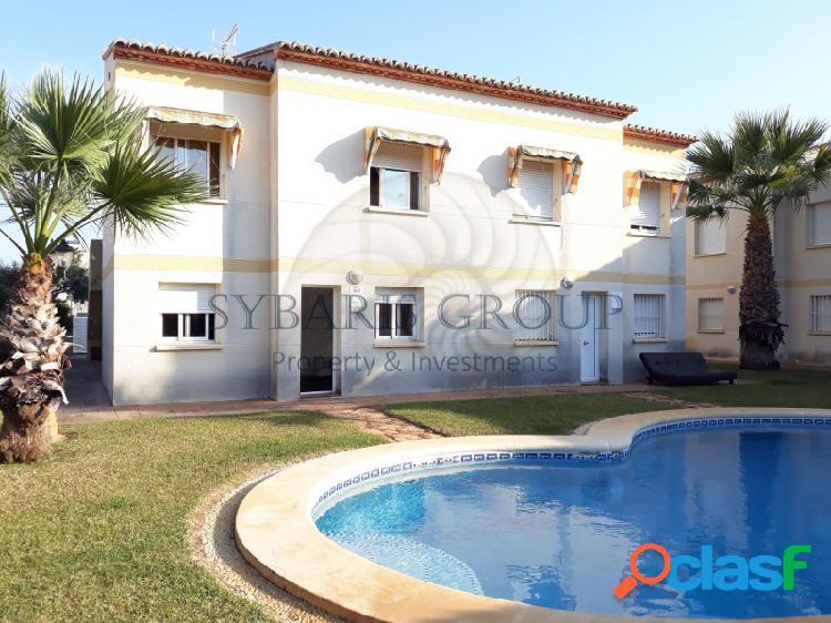 Duplex de dos habitaciones en esquina cerca playa valencia. ideal para inversión